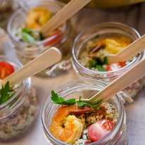 Салат с кускусом и креветкой 100г