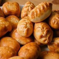 Набор сладких пирожков 60 шт (с яблоком и корицей - 30 шт, с вишней - 30 шт), 3 кг