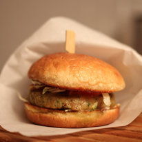 Большой бургер с куриной котлетой214г