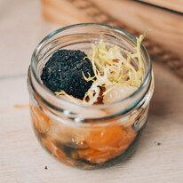 Тар-тар из лосося с картофелем и землёй из маслин 53 г