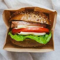 Сэндвич с куриным филе и овощами
