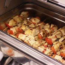 Мини-шашлык из куриной грудки с овощами