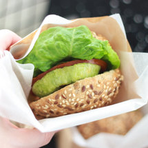 Сэндвич с овощами и яблочной горчицей