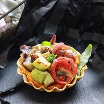 Тарталетка с овощами и травами