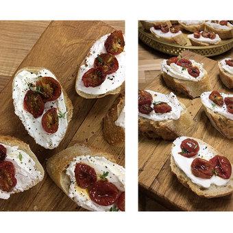 Тосты с запеченными томатами и сыром Лабне