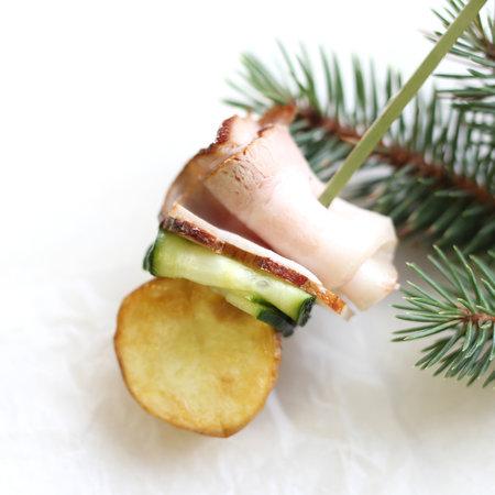 Канапе с грудинкой и мини-картофелем