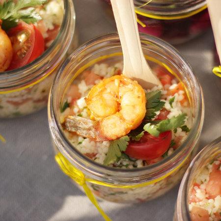 Салат с кус кусом, томатами и креветкой