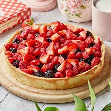 Пирог с ванильным кремом и свежими ягодами