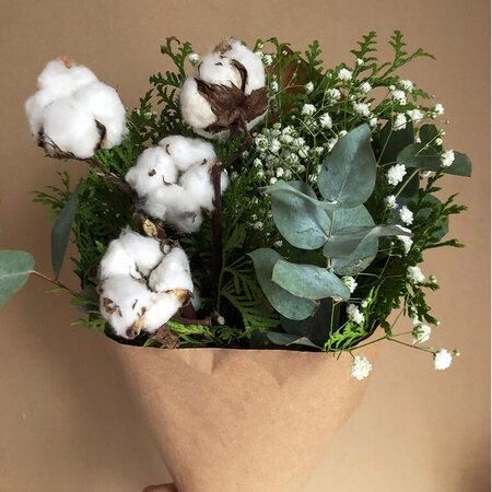Сборный букет из сезонных цветов S