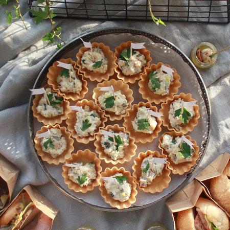 Тарталетка с салатом Столичный