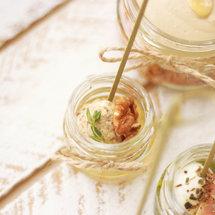Канапе в мини-баночке с моцареллой, медом и орехами